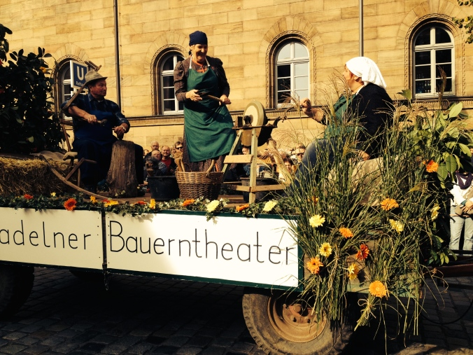 Traditional aspects of farm life in the Furth parade