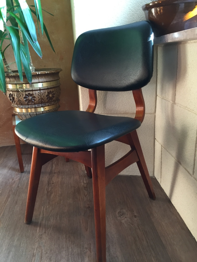 Some sweet, and unexpected, mid-century chairs made me love this place even more.